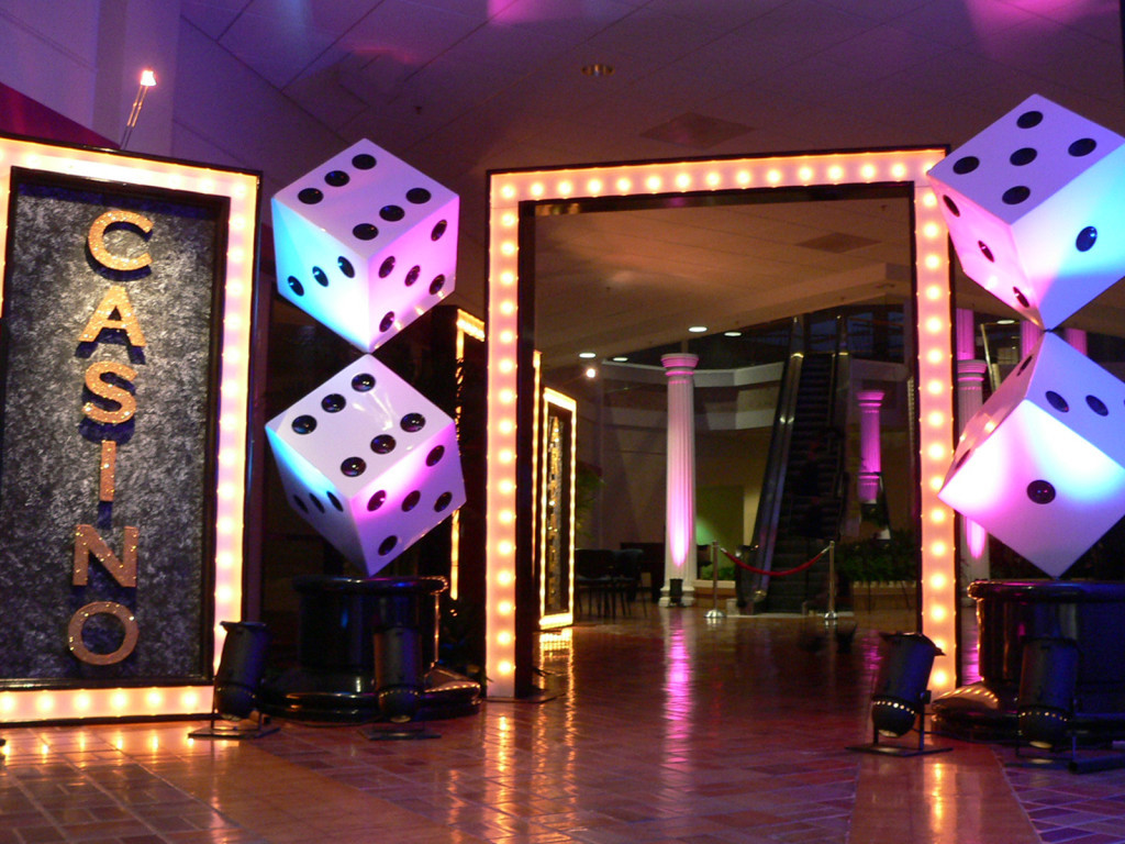 casino-themed-entrance-decorations-schoolball