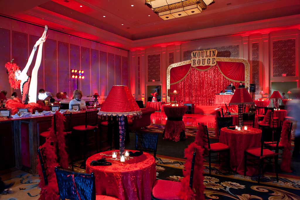 moulin-rouge-themed-schoolball-decorations
