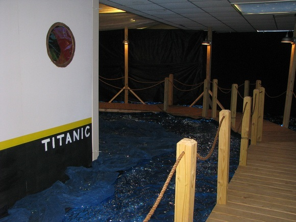 titanic-themed-party-schoolball-decorations